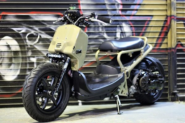 シグナスX(124cc)エンジンのスワップをはじめフロント12インチホイールやフロントディスクブレーキ化、セパレートハンドル、オールペイントなどなど カスタム内容も
